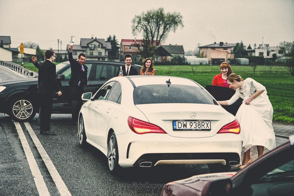 Fotograf Wieruszów w drodze na salę weselną