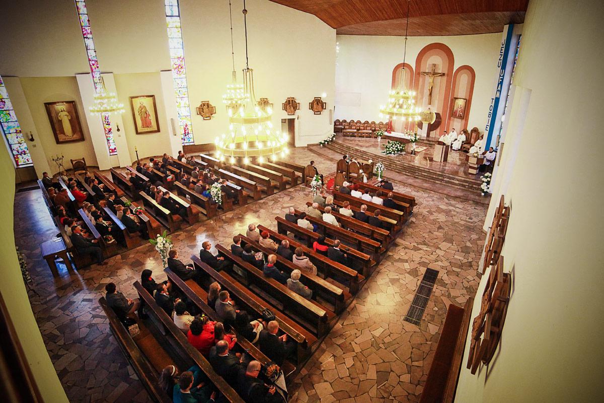 Piękny ślub w Wieruszowie widok wewnątrz kościoła