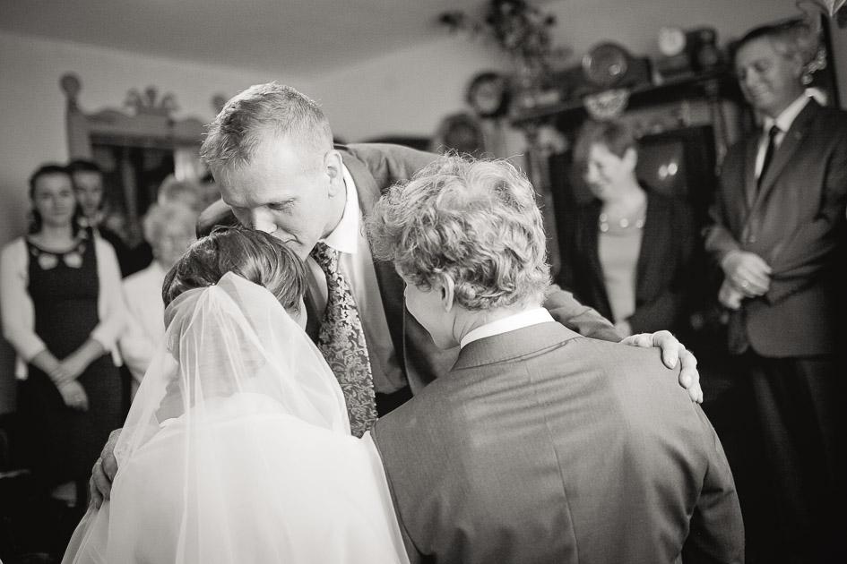 Fotografia ślubna Wieruszów - błogosławieństwo rodziców