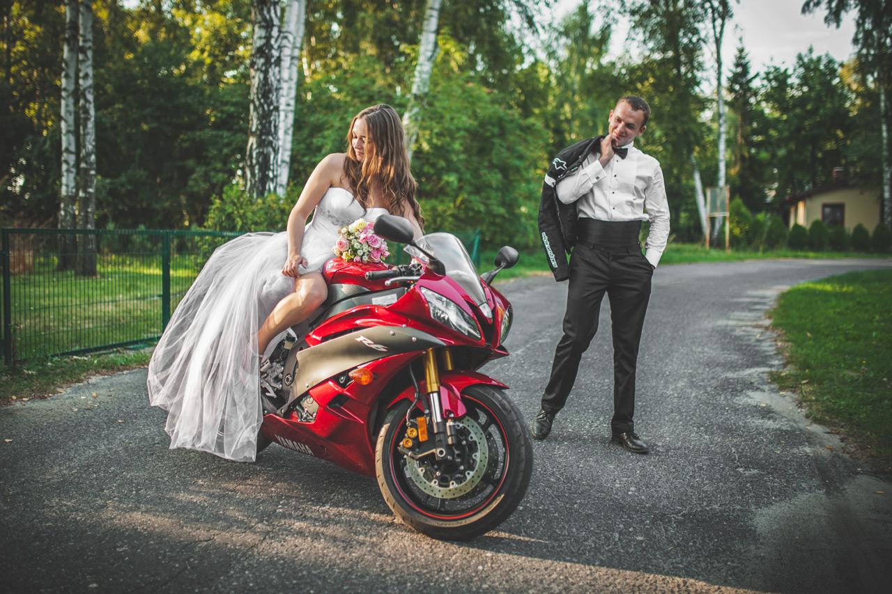 Fotografia ślubna Kępno - zdjęcia z motorem