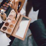 Paleta z cieniami - makijaż ślubny