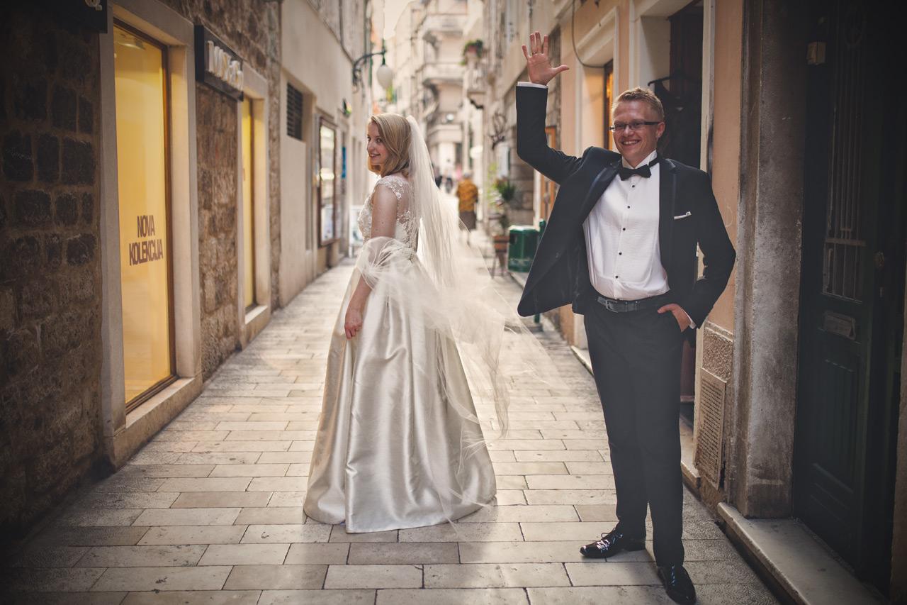 Plener ślubny w Chorwacji - uliczka w Szybeniku
