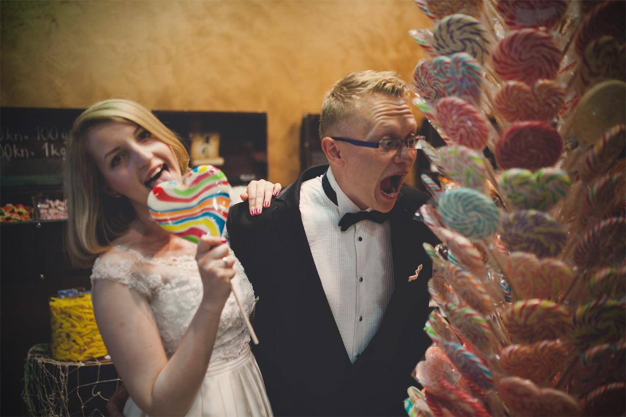 Plener ślubny w Chorwacji - zdjęcia w Szybeniku z lizakami