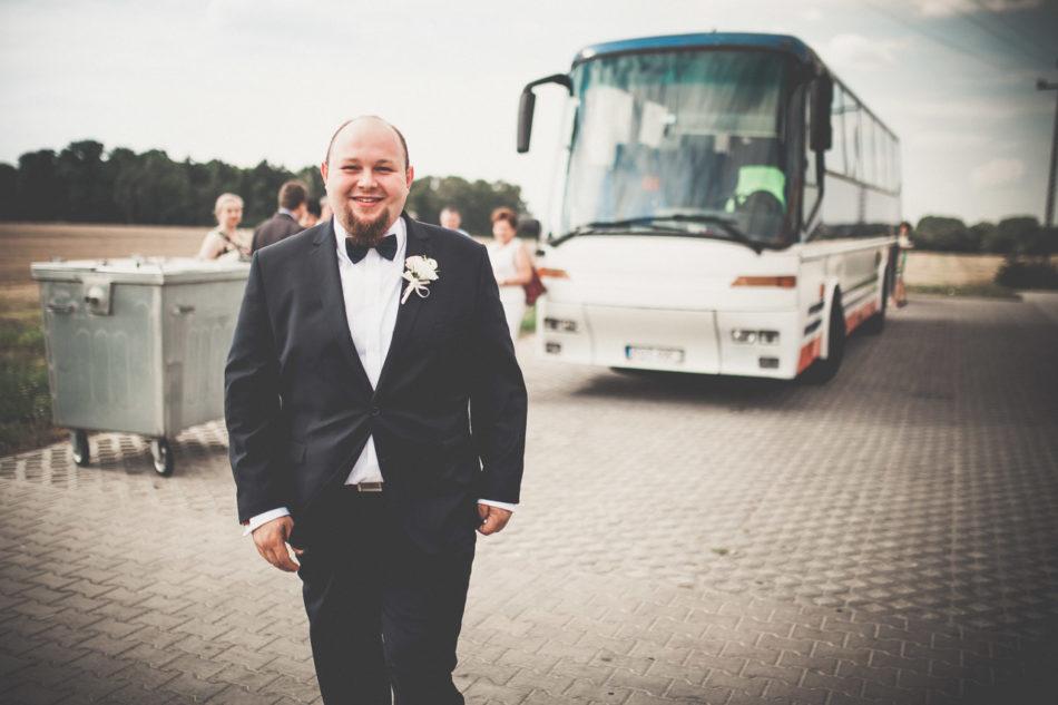 Fotograf Pleszew przejazd do kościoła autobus