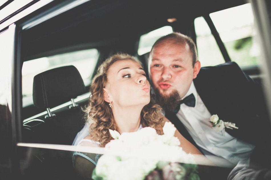 Fotograf Pleszew przejazd do kościoła w samochodzie