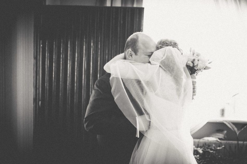 Fotograf Pleszew przygotowania ślubne - przywitanie Młodych