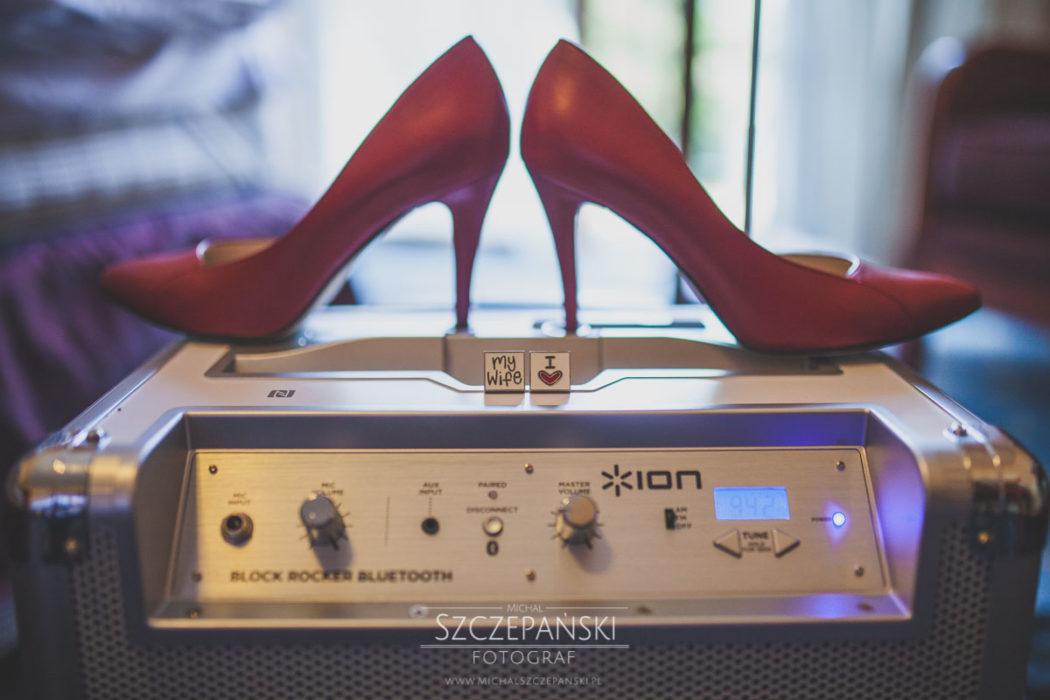 Przygotowania ślubne buty ślubne, obrączki