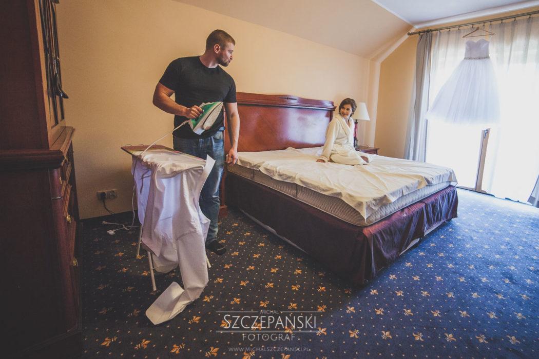 przygotowania ślubne prasowanie koszuli