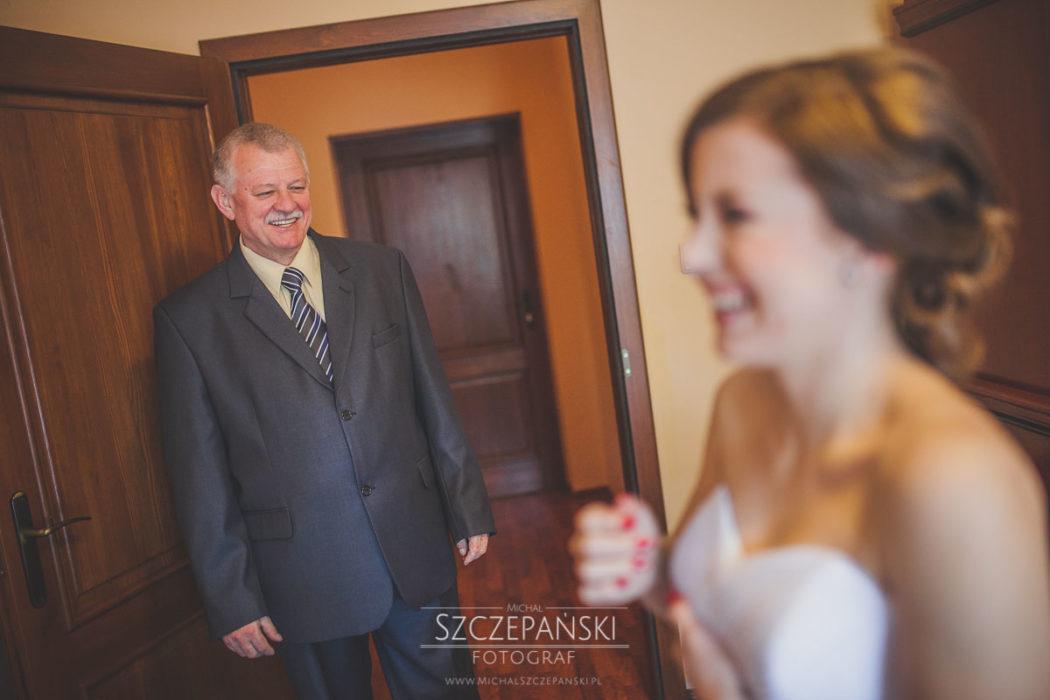 Przygotowania ślubne Pani Młodej ojciec
