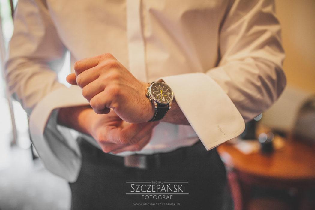 Przygotowania ślubne Pana Młodego zegarek