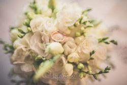 Detale ślubne biżuteria w kwiatach