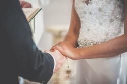 Detale ślubne dłonie Pary Młodej