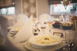 Detale ślubne nakrycie stołu bistro kwadrans