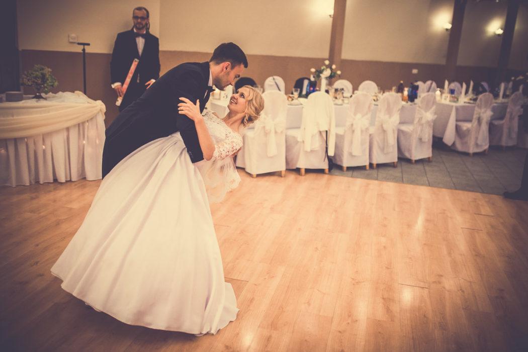 Hotel Borowianka - zdjęcia z wesela - pierwszy taniec