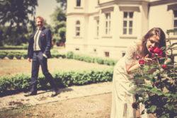 Plener ślubny w Pałacu w Ziemiełowicach z kwiatami