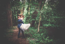 Plener ślubny w parku.