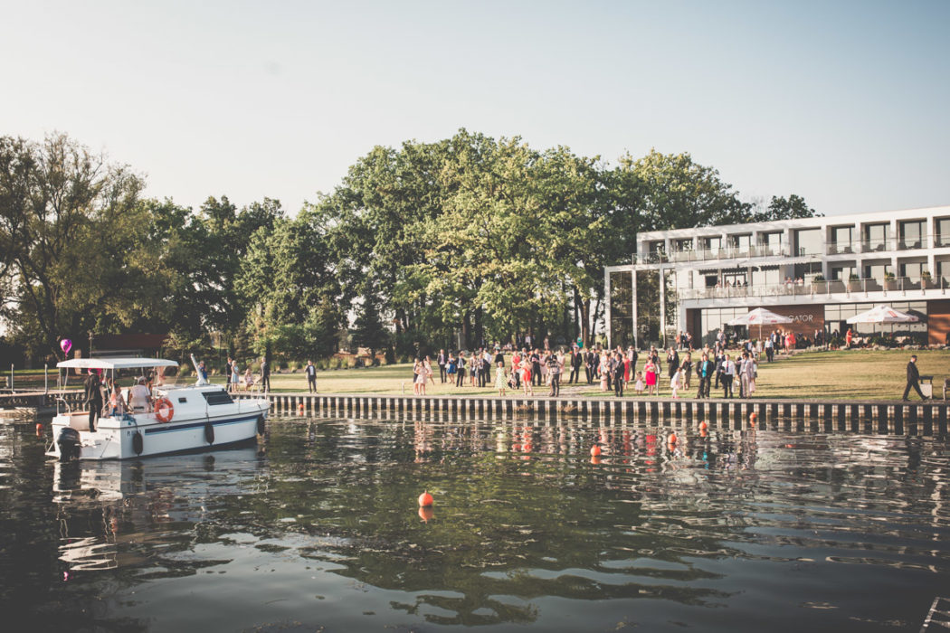Jezioro Błędno Zbąszyn a w tle hotel Navigator