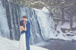 Plener ślubny w śniegu dziki wodospad Karpacz
