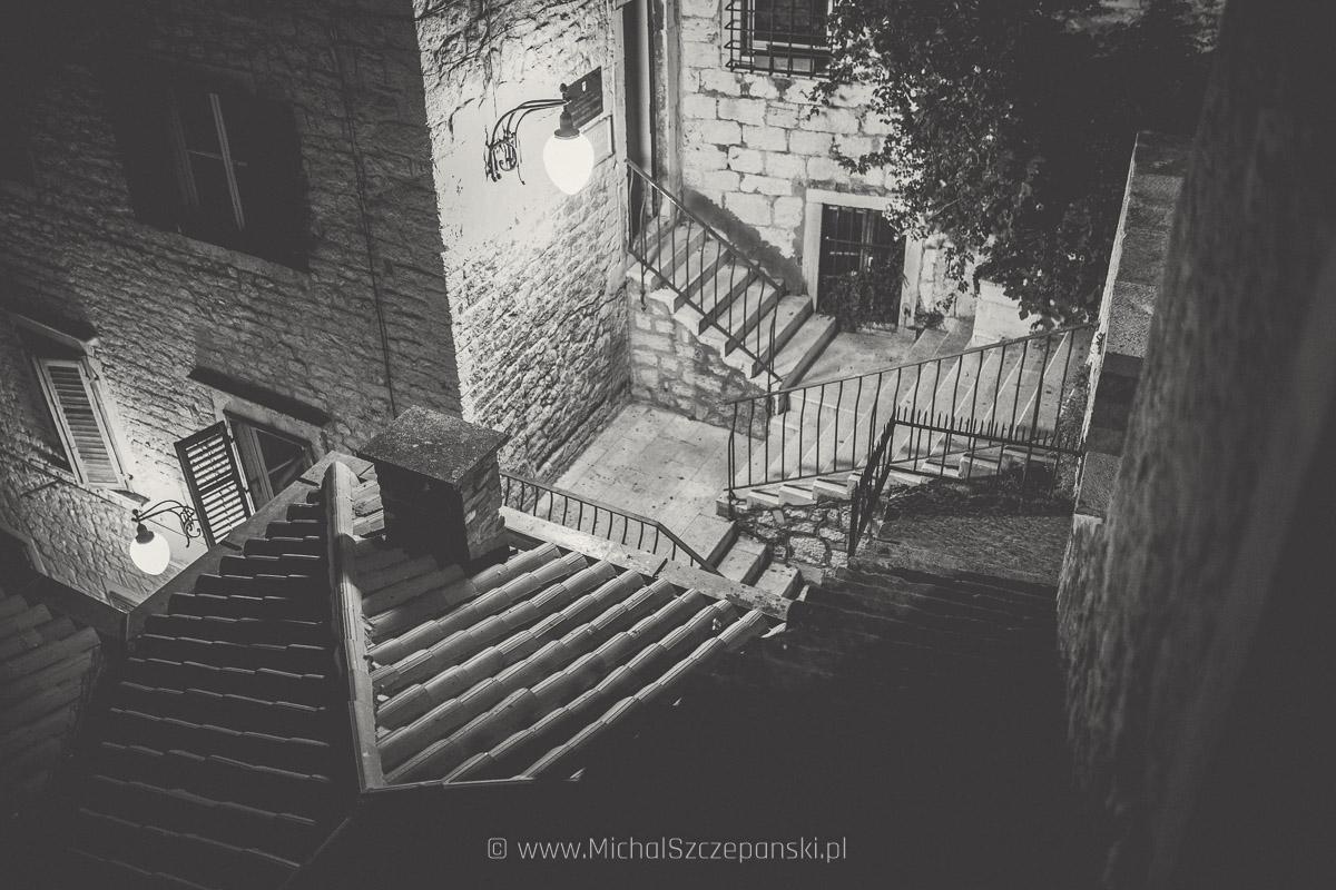Wyjazd do Chorwacji Szybenik nocą - starówka