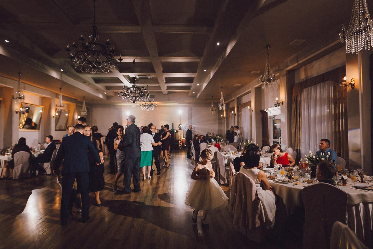 Dom weselny Eden Stawiszyn - goście weselni bawią się