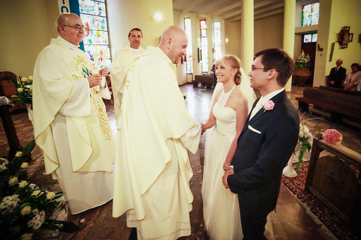 Piękny ślub w Wieruszowie życzenia w kościele