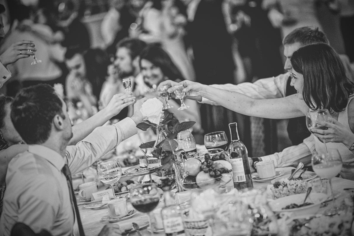 Restauracja Floriańska Wieruszów toast gości weselnych