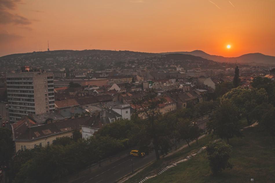 Wczasy w Chorwacji zachód słońca nad Budapesztem