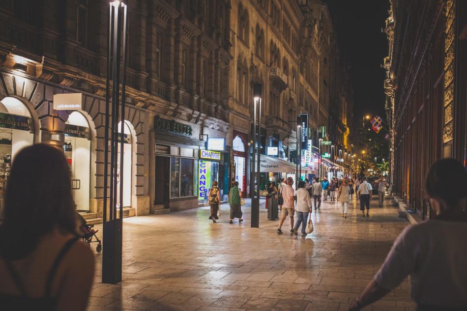 Wczasy w Chorwacji Budapeszt nocą - promenada