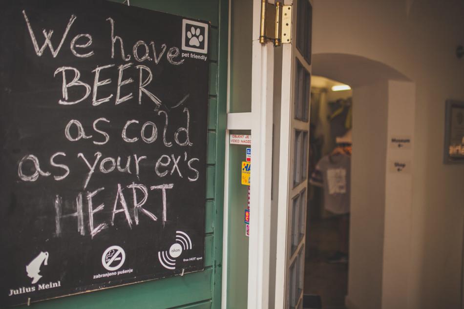 Zagrzeb kafejka napis na tablicy