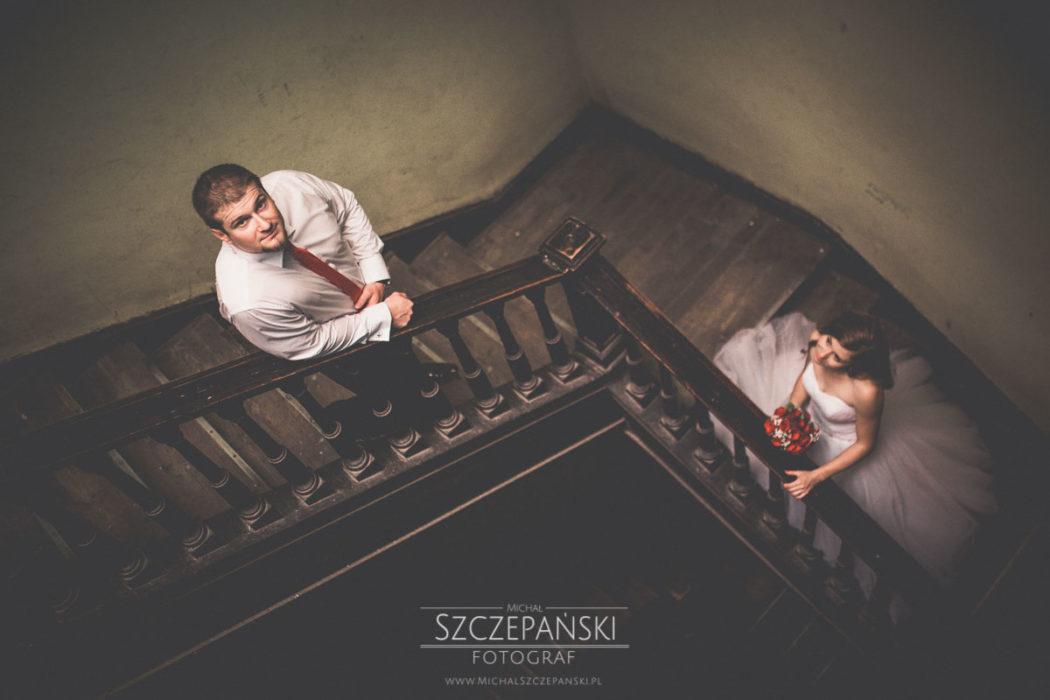 Plener ślubny we Wrocławiu w kamienicy na rynku