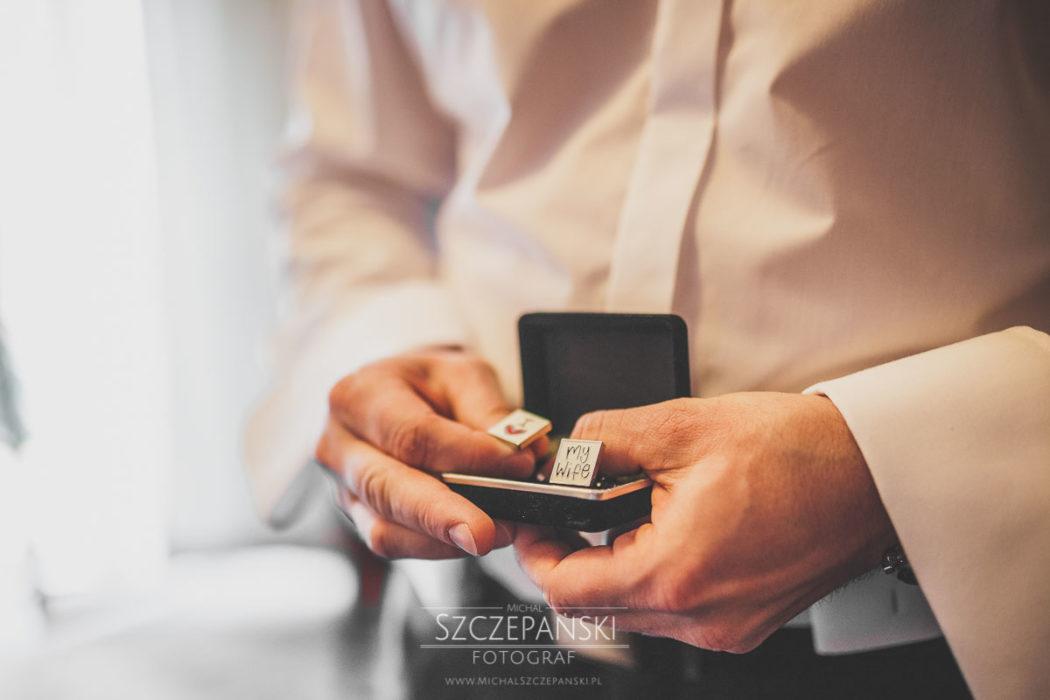 Przygotowania ślubne Pana Młodego spinki