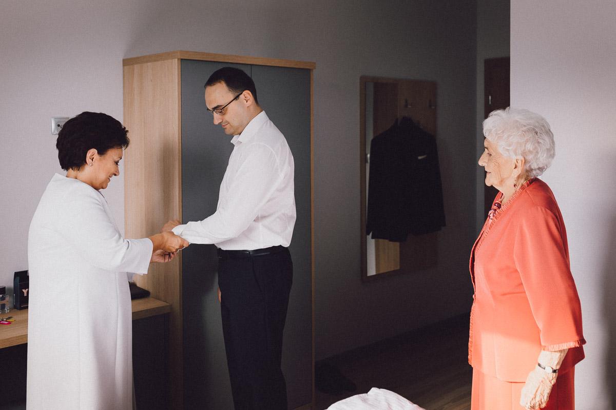 Przygotowania ślubne Pana Młodego w Edenie