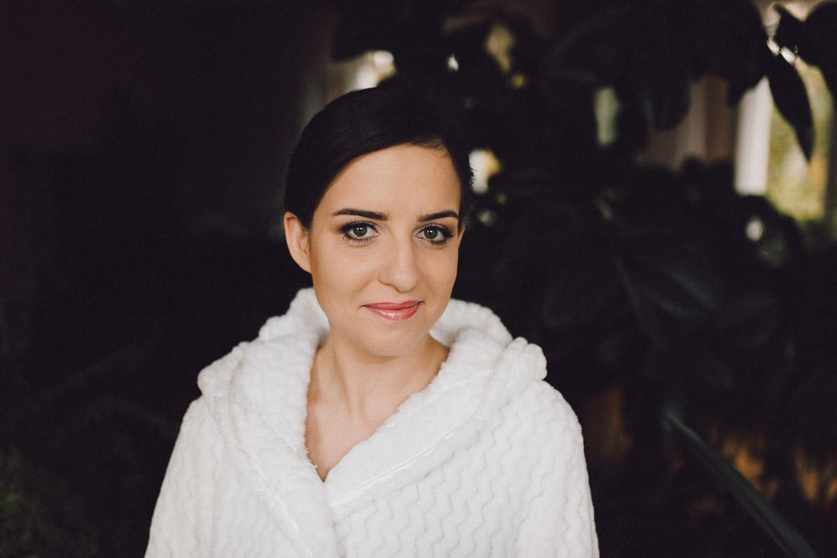 Portret Panny Młodej na przygotowaniach