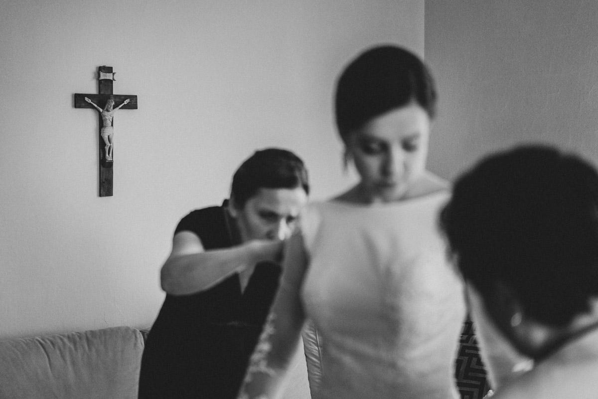 Fotografia ślubna kalisz przygotowania Pani Młodej