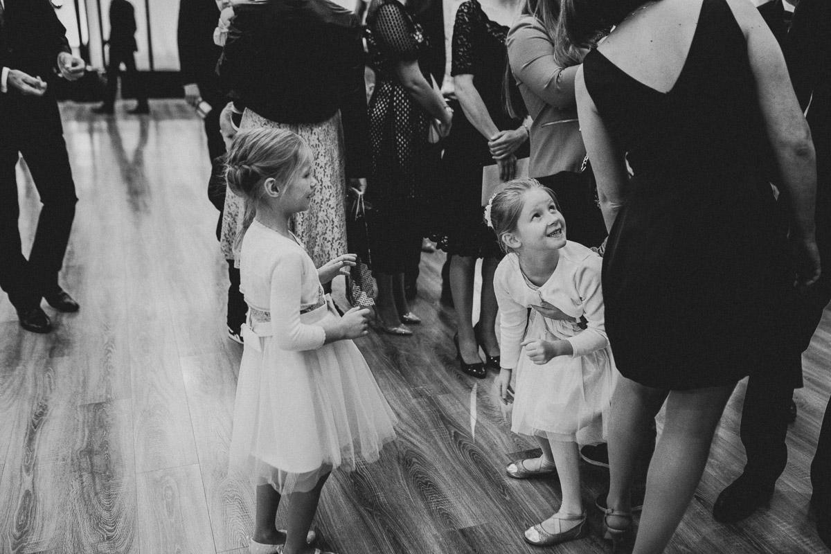 Dom weselny Eden - dzieci w trakcie życzeń weselnych