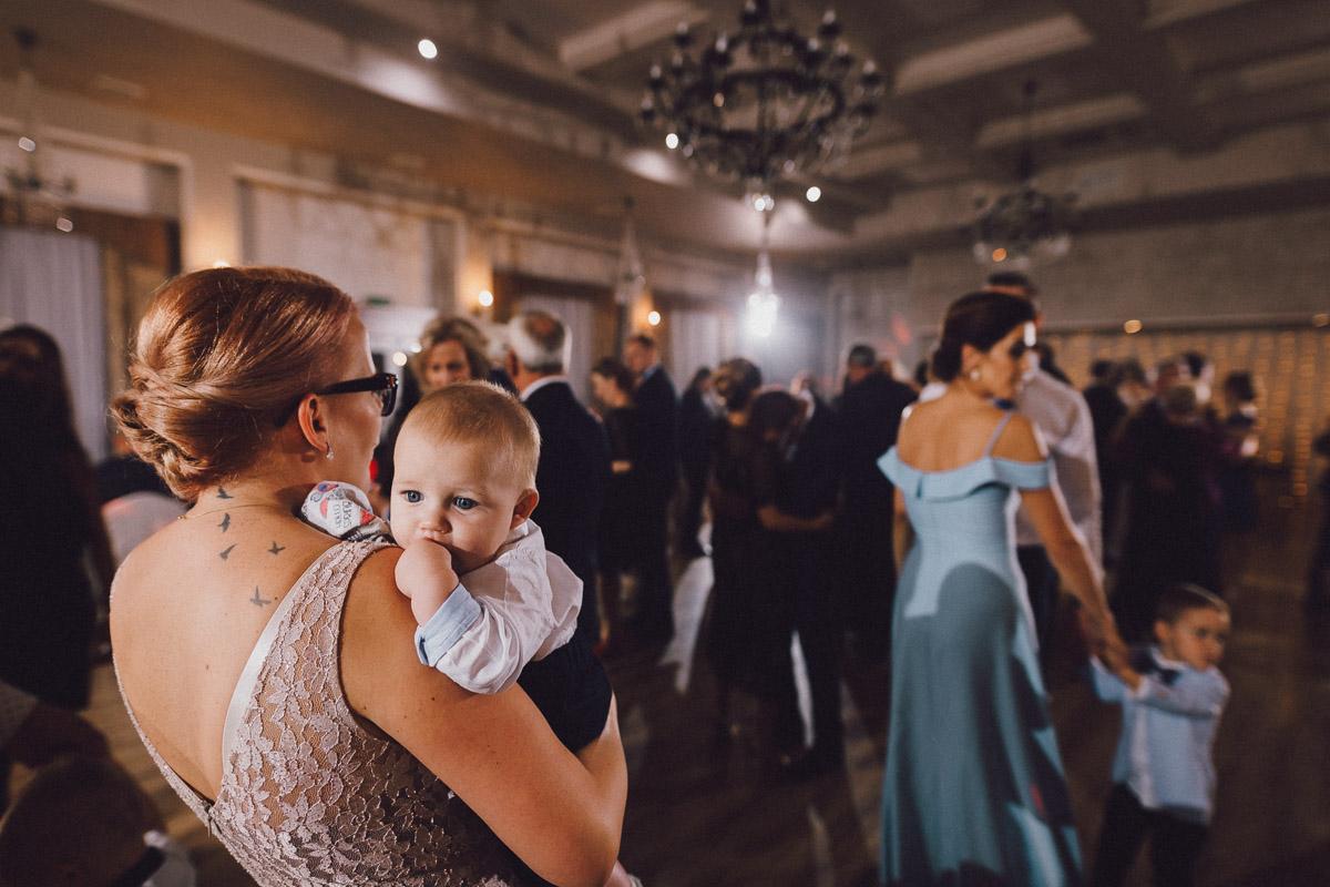 Dom weselny Eden - tańce na sali balowej
