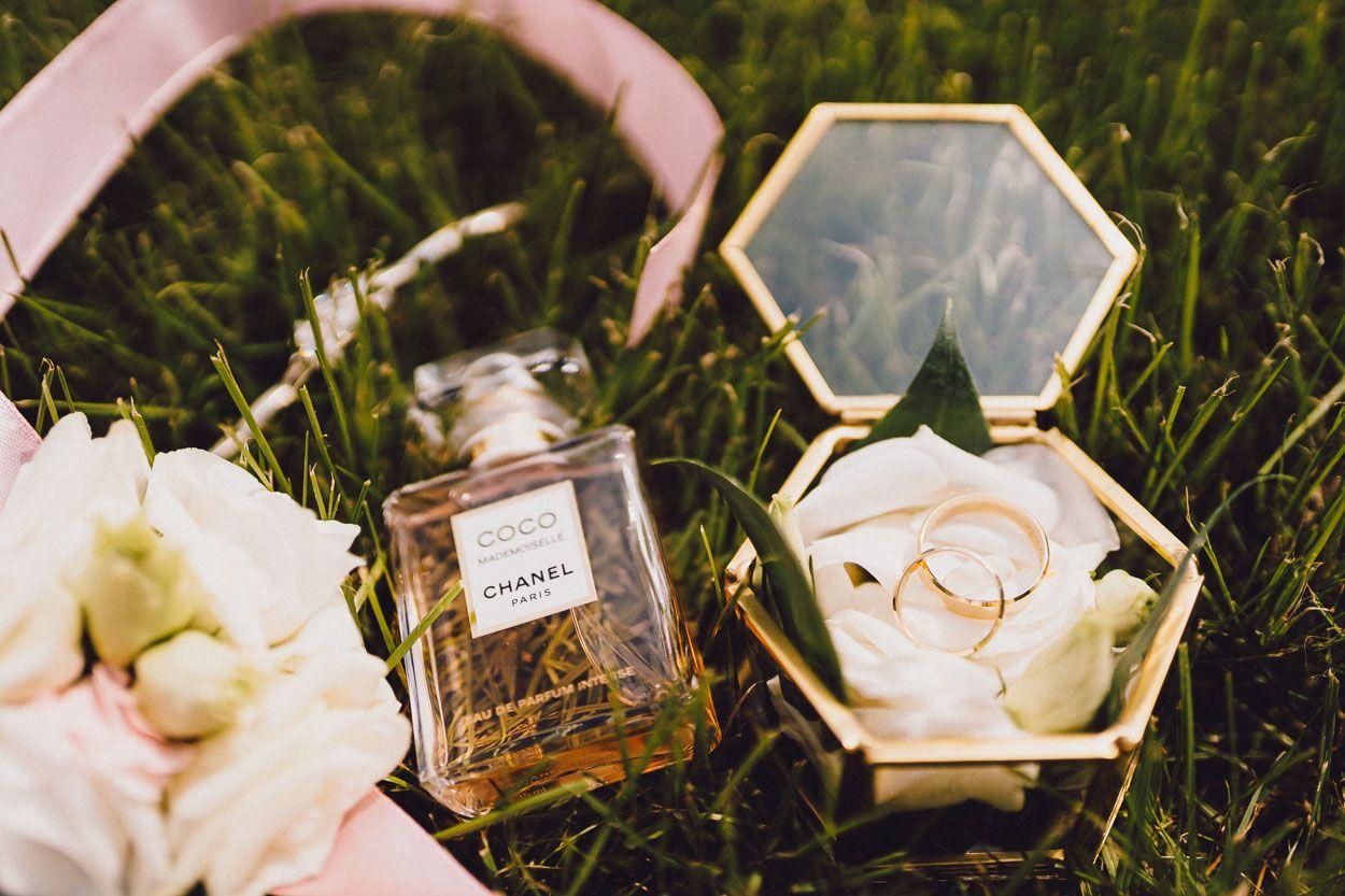 Perfumy Pani Młodej i obrączki ślubne