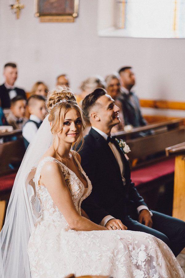 Para młoda po przysiędze dobry fotograf ślubny